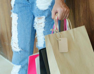 Bekende Nederlanders kopen steeds vaker papieren zakjes